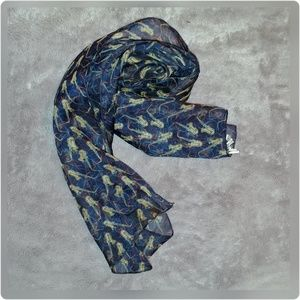 Lightweight saxophone scarf.
